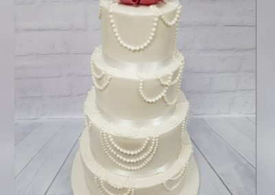 Wedding Cake with pearl decoration and red roses